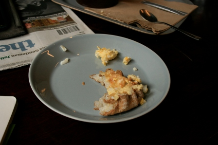 A Karelian pie with egg butter